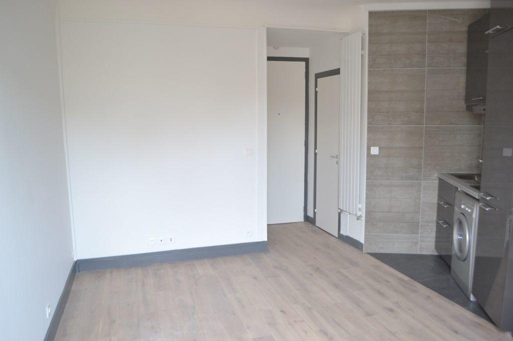 Appartement à louer 1 20.09m2 à Paris 18 vignette-3