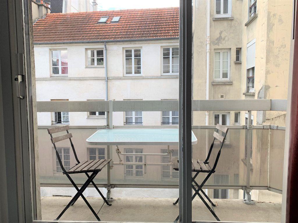 Appartement à louer 2 29.93m2 à Paris 11 vignette-1