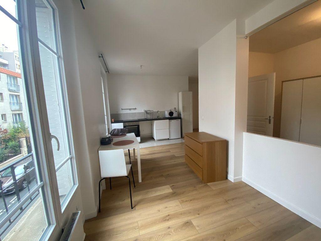 Appartement à louer 2 33.99m2 à Pantin vignette-3