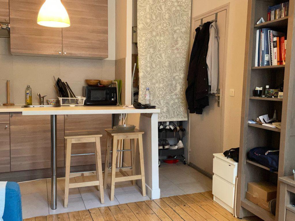 Appartement à louer 2 25.01m2 à Paris 11 vignette-1