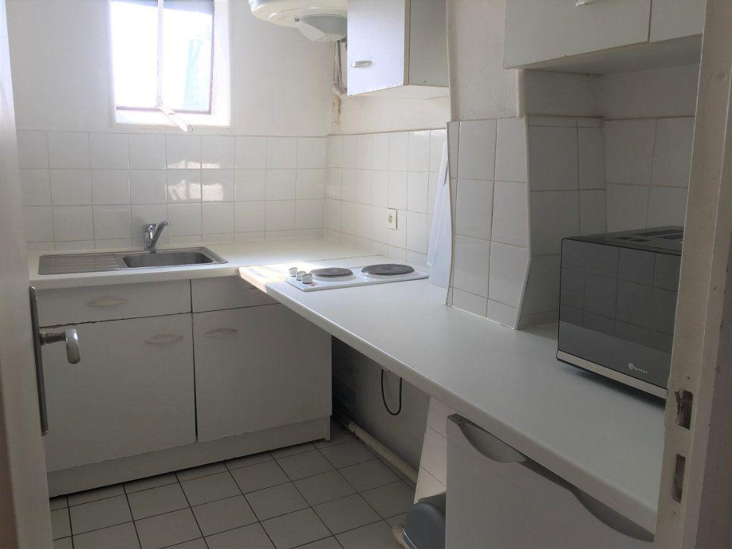 Appartement à louer 2 29.42m2 à Paris 20 vignette-5