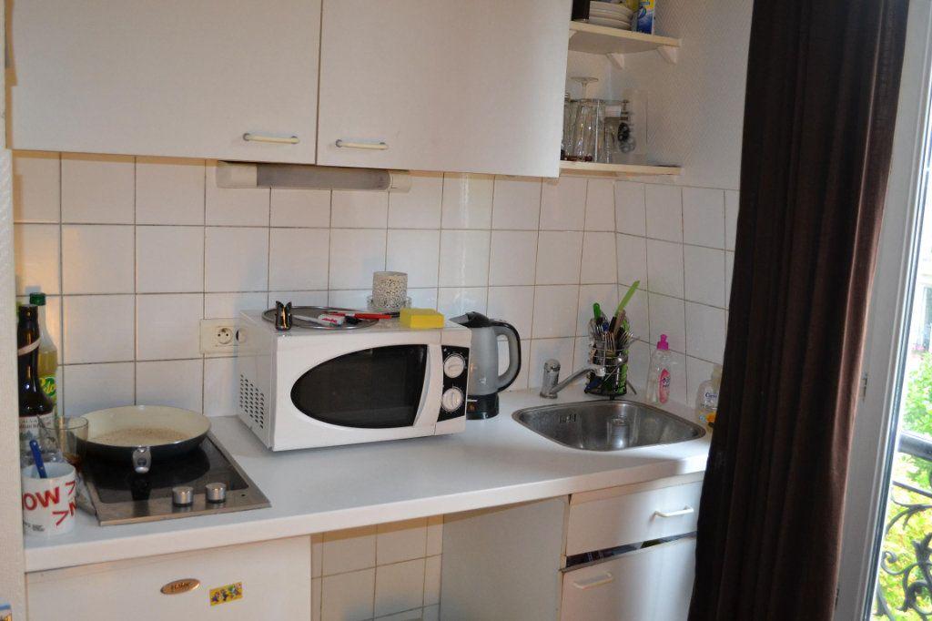 Appartement à louer 1 12.29m2 à Paris 20 vignette-2