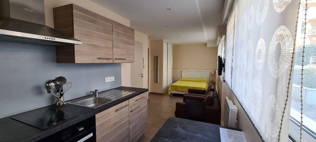 Appartement à louer 1 22.5m2 à Aix-les-Bains vignette-2