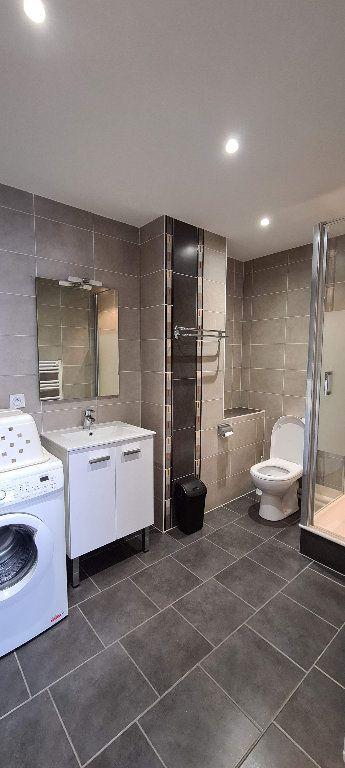 Appartement à louer 1 22.5m2 à Aix-les-Bains vignette-3