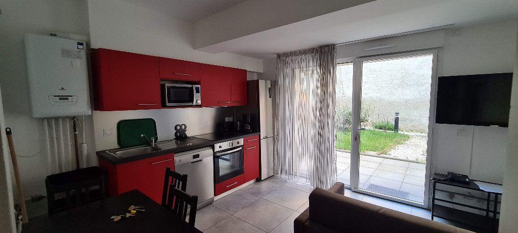 Appartement à louer 1 35m2 à Aix-les-Bains vignette-1