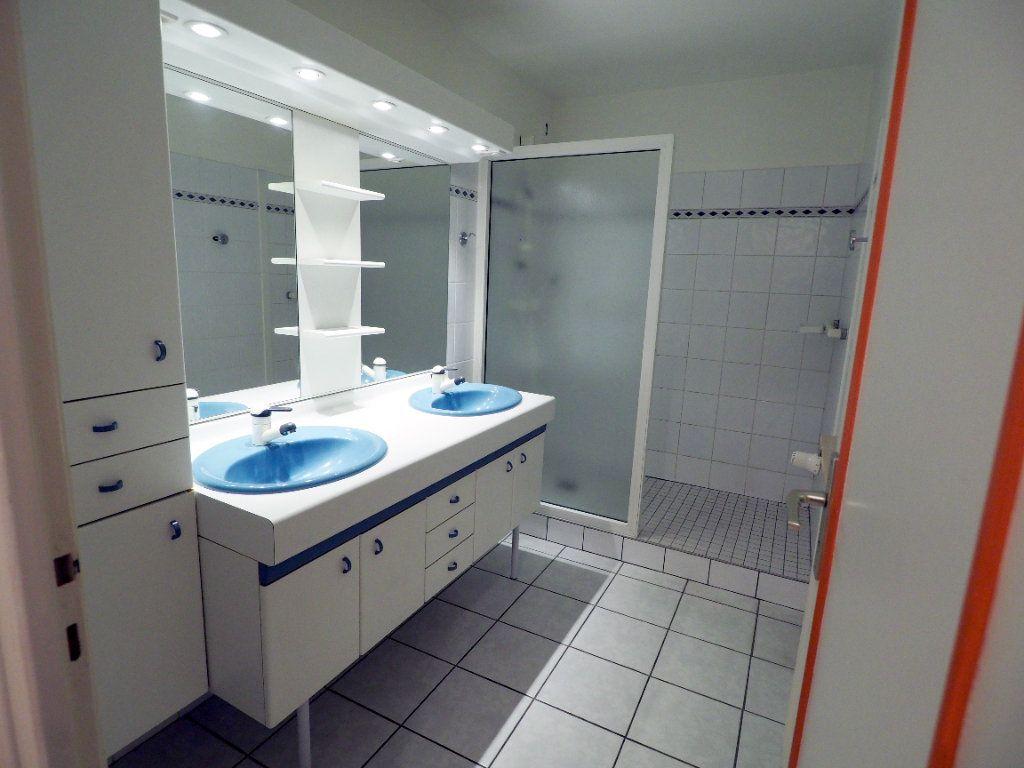 Appartement à louer 3 95m2 à Aix-les-Bains vignette-8