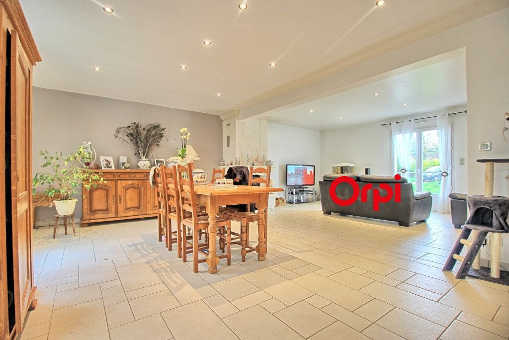 Maison à vendre 8 211m2 à Estrées-Saint-Denis vignette-2