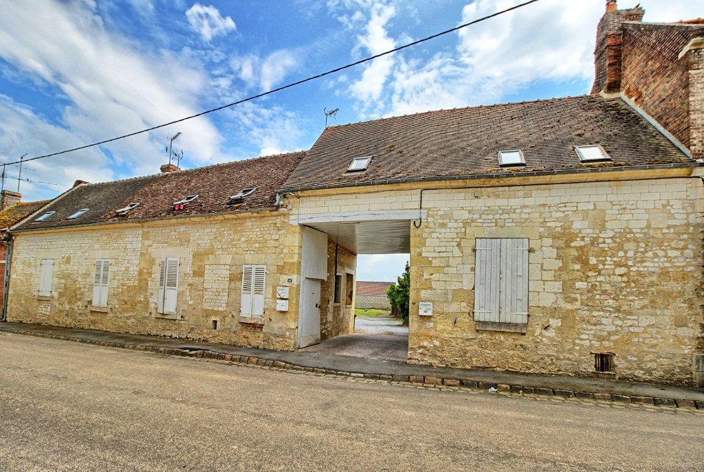 Maison à vendre 10 120m2 à Estrées-Saint-Denis vignette-1