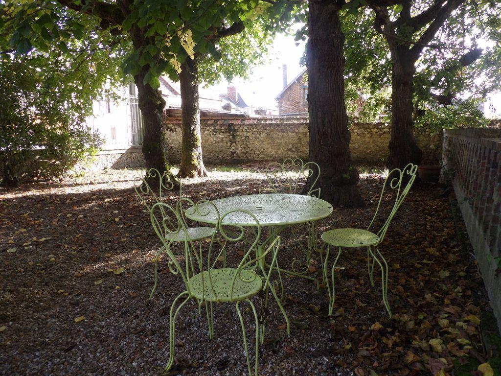 Maison à vendre 11 300m2 à Château-sur-Epte vignette-1