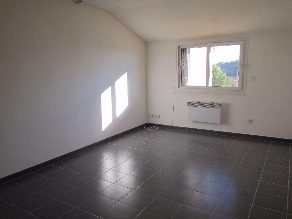 Appartement à louer 3 65.56m2 à Forcalquier vignette-1
