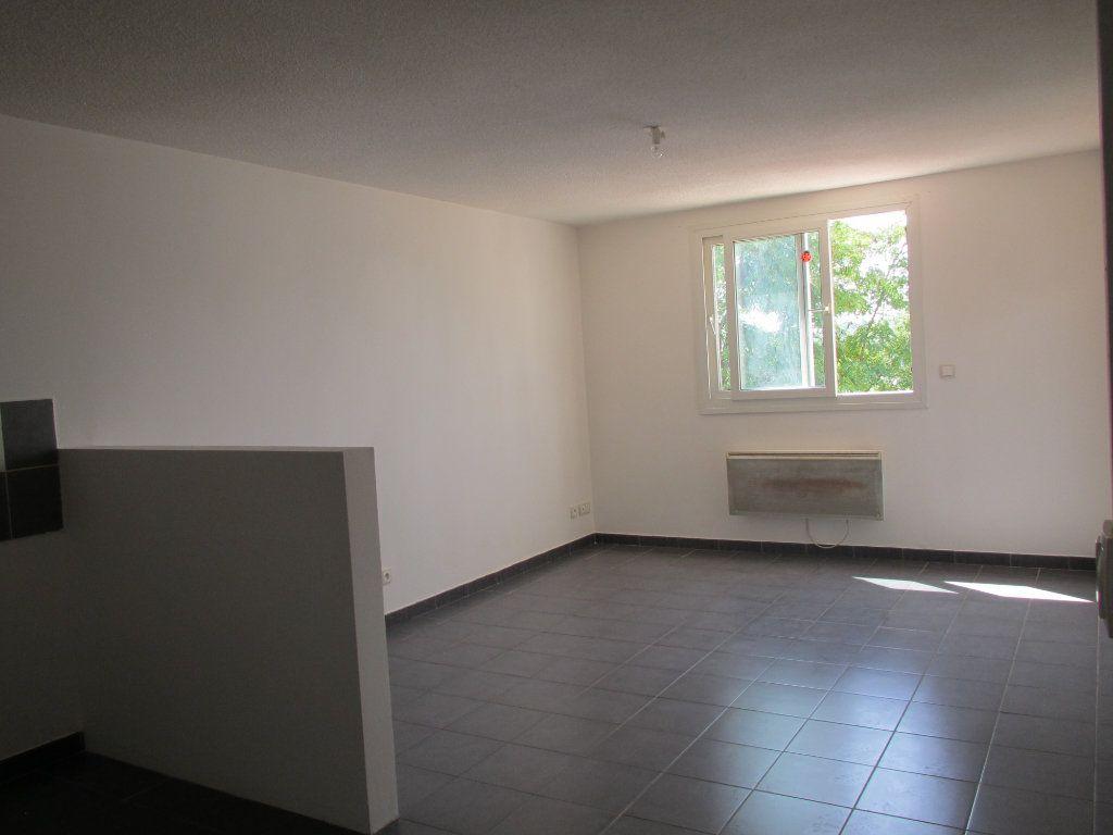 Appartement à louer 4 71.29m2 à Forcalquier vignette-2
