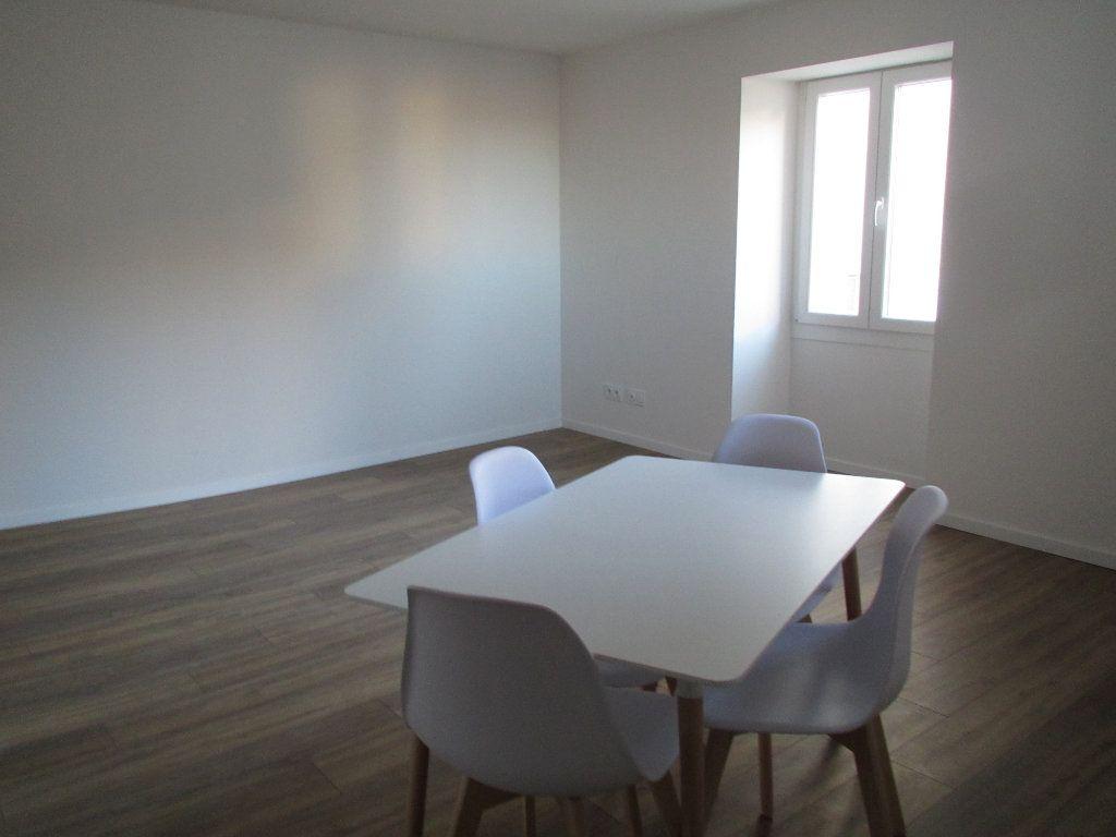 Appartement à louer 3 57.65m2 à Saint-Michel-l'Observatoire vignette-2