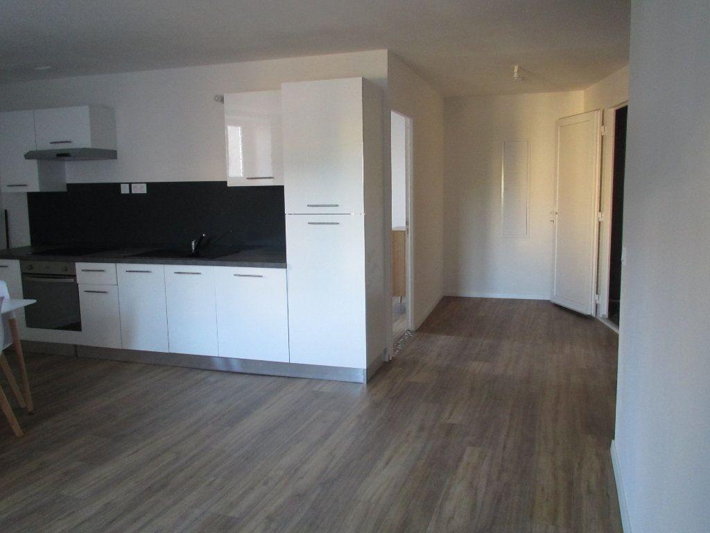 Appartement à louer 3 57.65m2 à Saint-Michel-l'Observatoire vignette-3