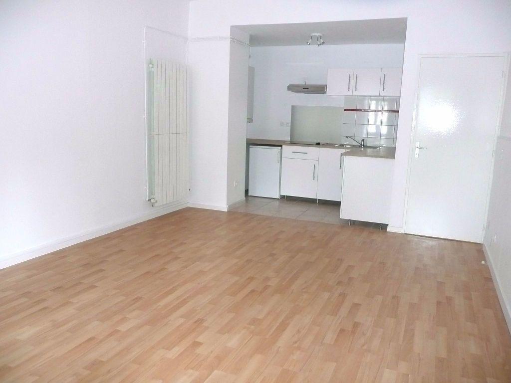 Appartement à louer 2 47.09m2 à Metz vignette-2