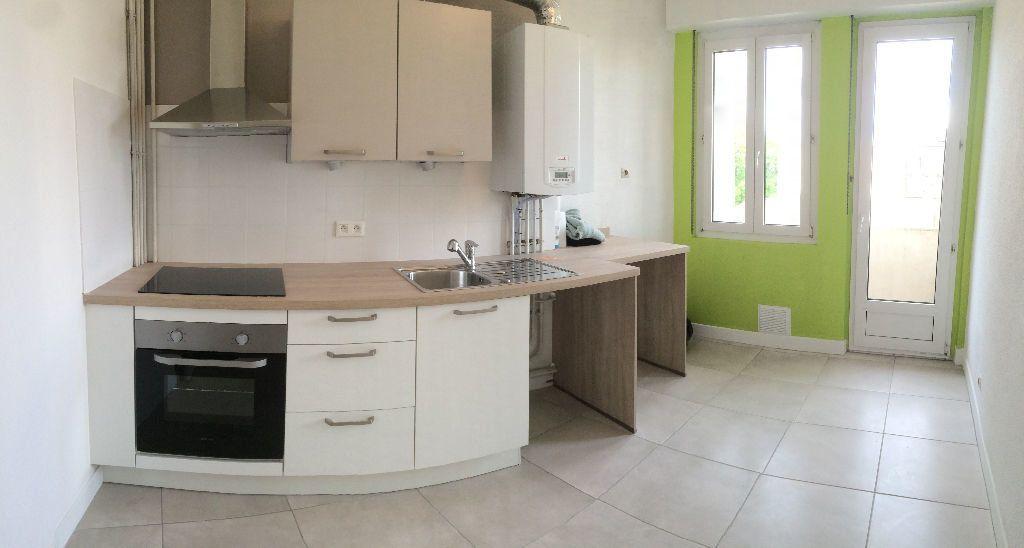 Appartement à louer 3 71.82m2 à Metz vignette-2