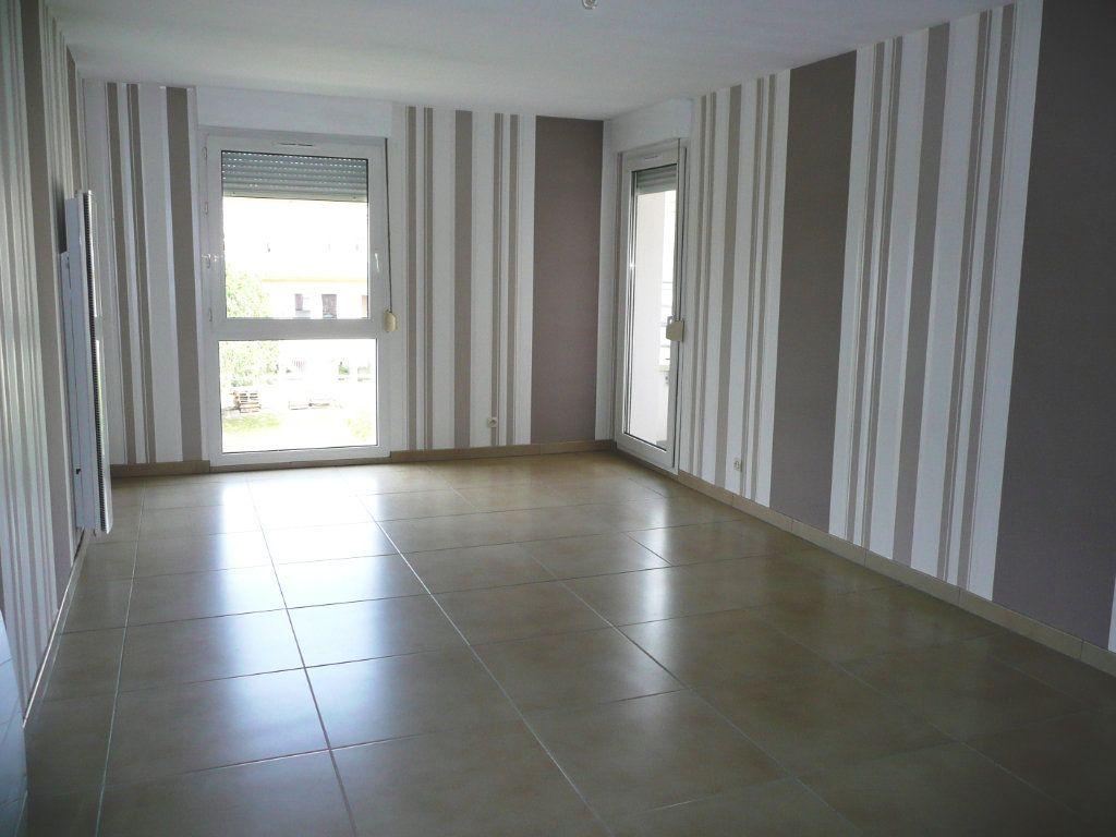 Appartement à louer 3 63m2 à Montigny-lès-Metz vignette-1