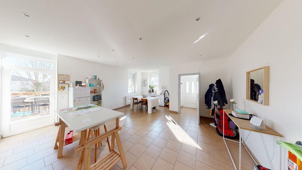 Appartement à vendre 5 92.56m2 à La Maxe vignette-1