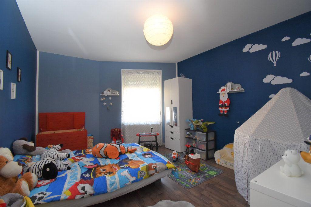 Appartement à vendre 5 92.56m2 à La Maxe vignette-4