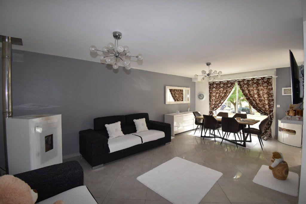 Appartement à vendre 5 102m2 à Metz vignette-4