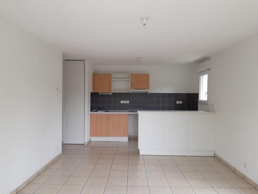 Appartement à louer 3 55.63m2 à Gex vignette-2