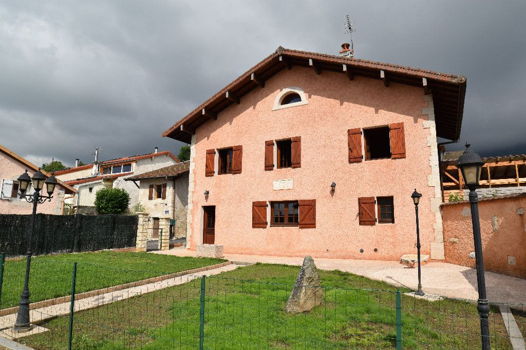 Maison à louer 4 117.83m2 à Thoiry vignette-1