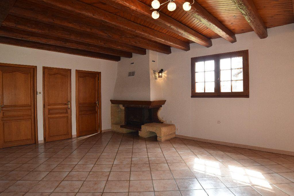Maison à louer 4 117.83m2 à Thoiry vignette-5