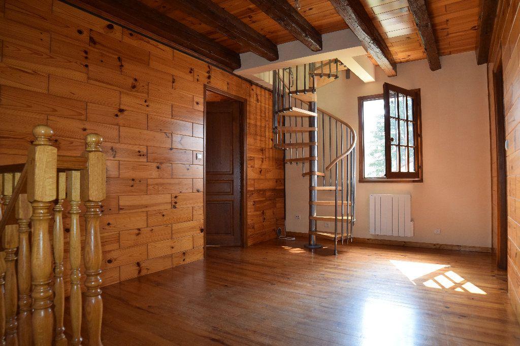 Maison à louer 4 117.83m2 à Thoiry vignette-6