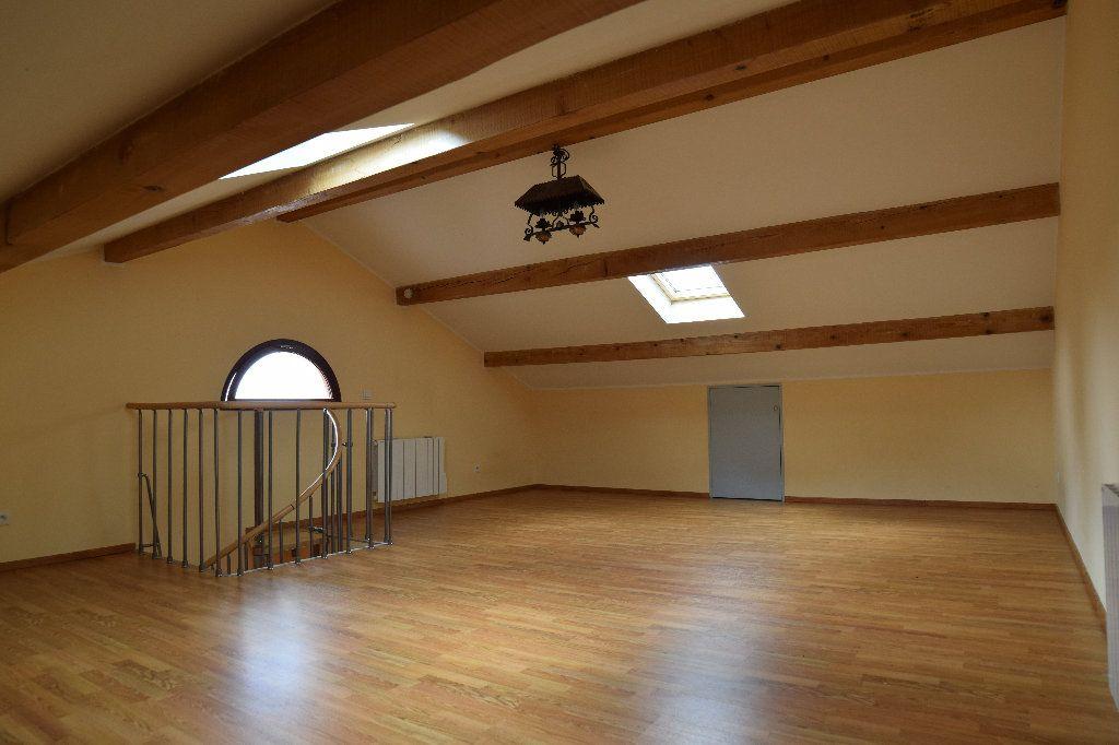 Maison à louer 4 117.83m2 à Thoiry vignette-9