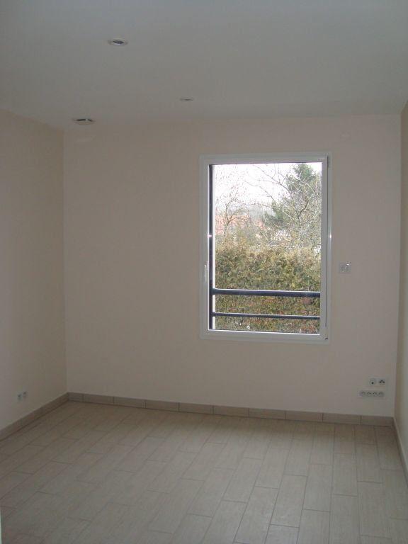 Appartement à louer 3 70m2 à Cessy vignette-2