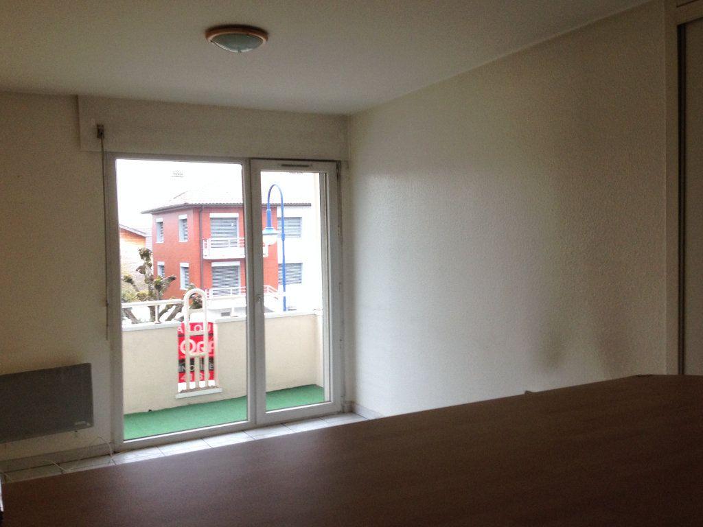 Appartement à louer 2 37m2 à Divonne-les-Bains vignette-2