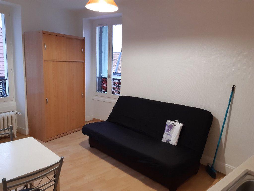 Appartement à louer 1 15.98m2 à Gex vignette-2