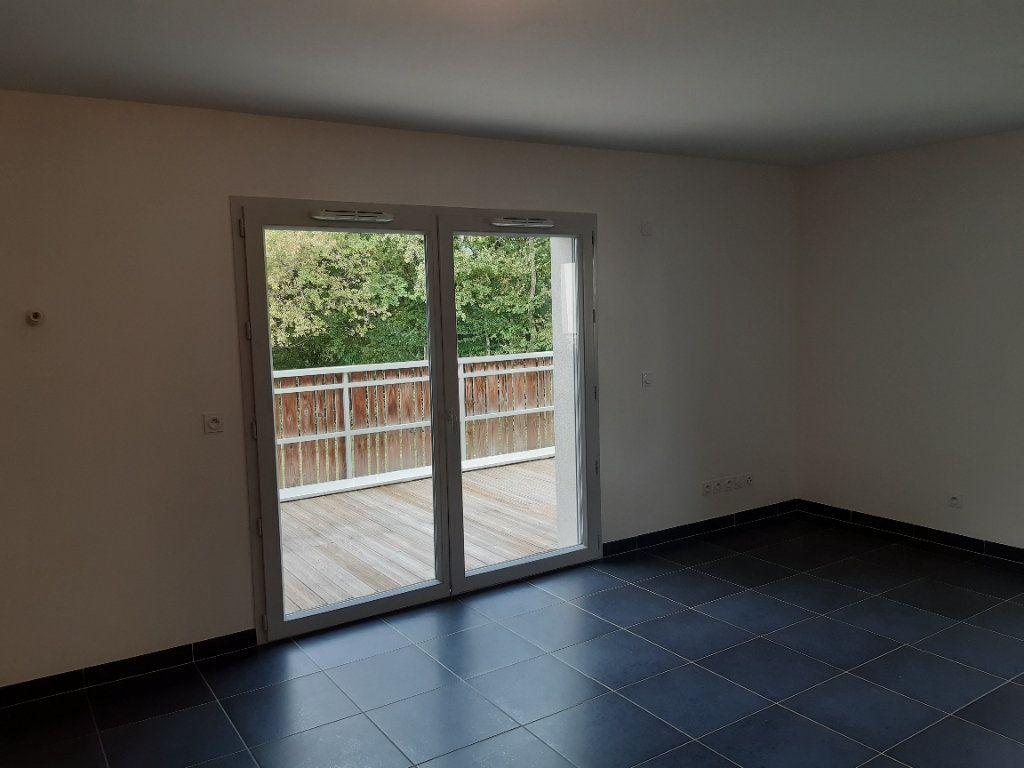 Appartement à louer 3 63.77m2 à Chevry vignette-2