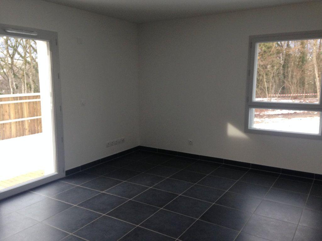Appartement à louer 3 63.77m2 à Chevry vignette-6