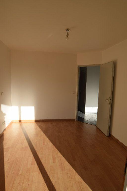 Appartement à louer 2 47m2 à Gex vignette-2