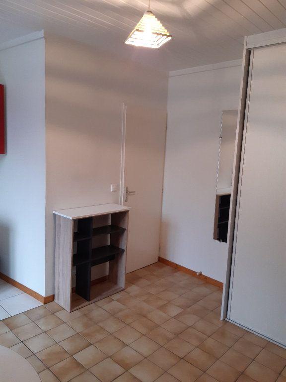 Appartement à louer 1 17.28m2 à Gex vignette-3