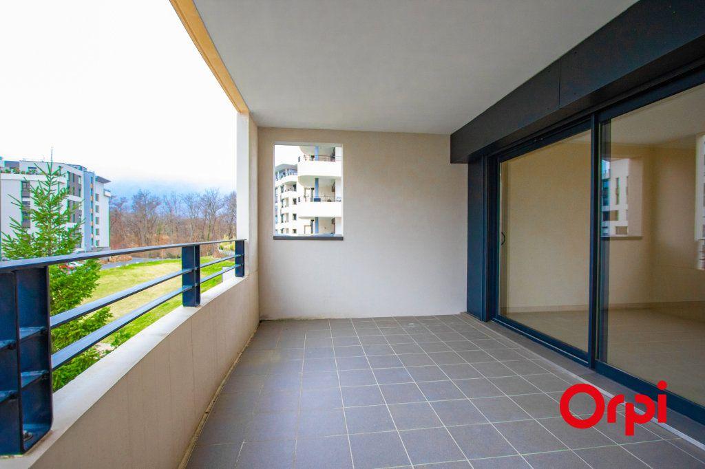 Appartement à vendre 4 133m2 à Saint-Genis-Pouilly vignette-1
