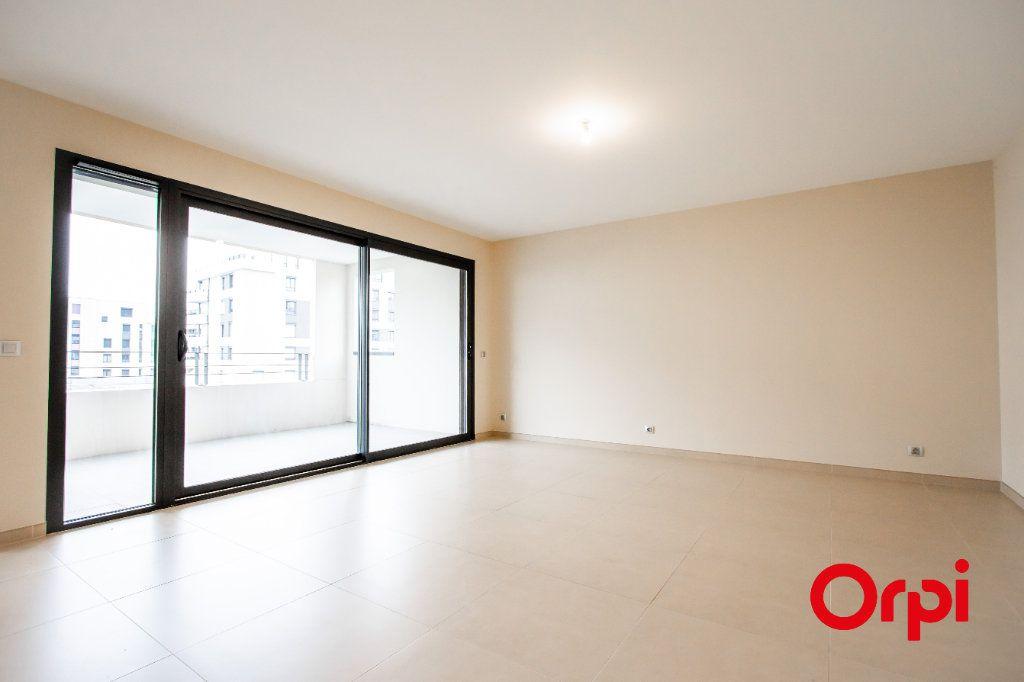 Appartement à vendre 4 133m2 à Saint-Genis-Pouilly vignette-2
