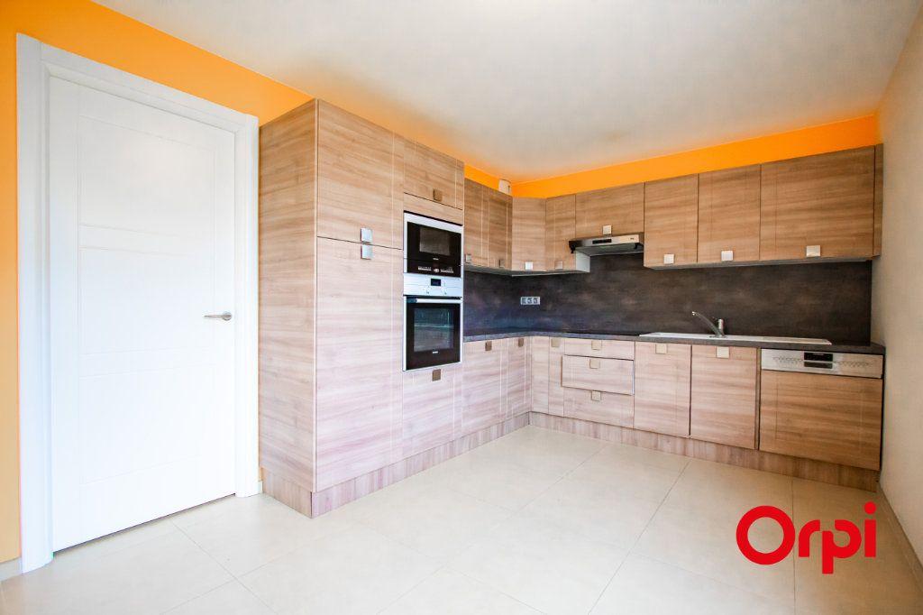 Appartement à vendre 4 133m2 à Saint-Genis-Pouilly vignette-3