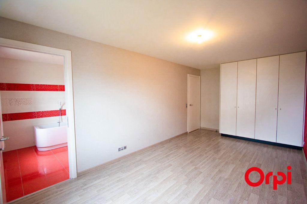 Appartement à vendre 4 133m2 à Saint-Genis-Pouilly vignette-4