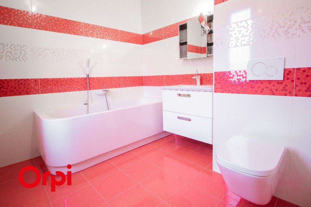 Appartement à vendre 4 133m2 à Saint-Genis-Pouilly vignette-6