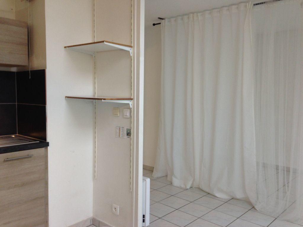 Appartement à louer 1 29.62m2 à Cessy vignette-4