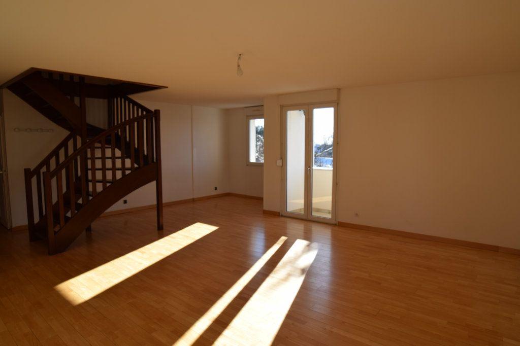 Appartement à louer 4 130.53m2 à Gex vignette-1