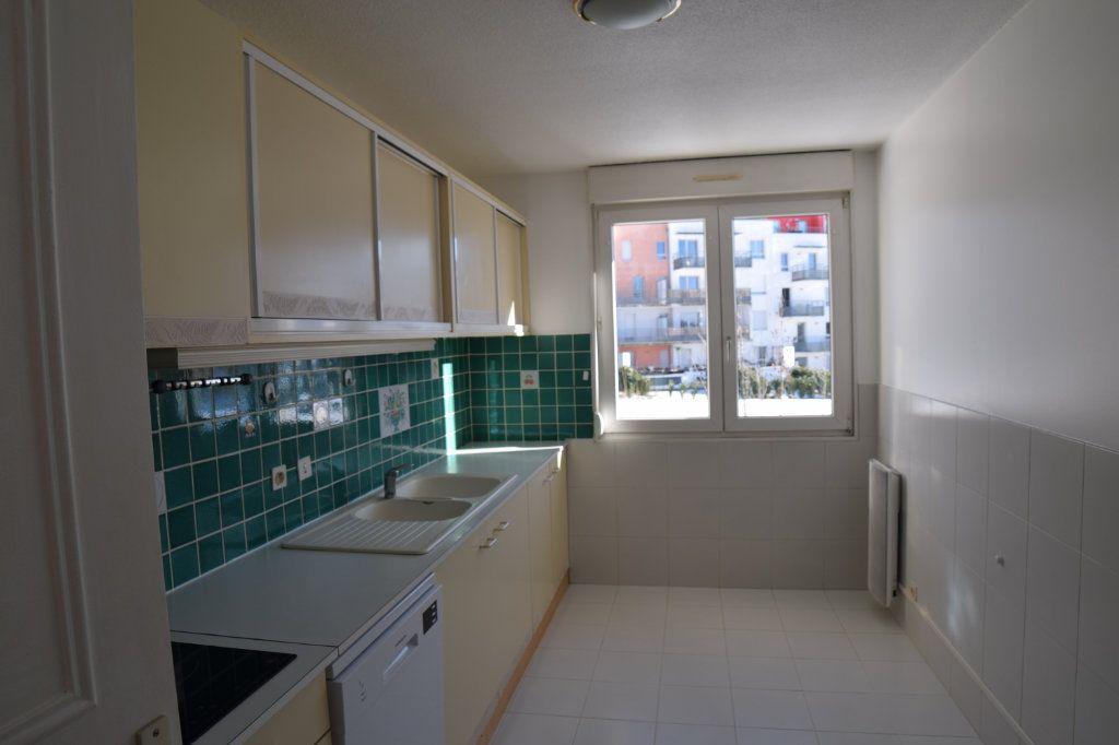 Appartement à louer 4 130.53m2 à Gex vignette-3
