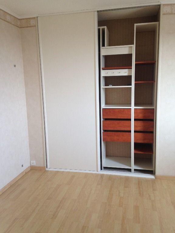 Appartement à louer 4 130.53m2 à Gex vignette-10