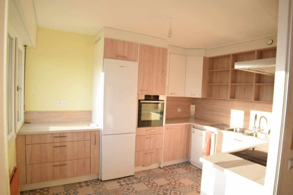 Appartement à louer 4 92.05m2 à Gex vignette-2