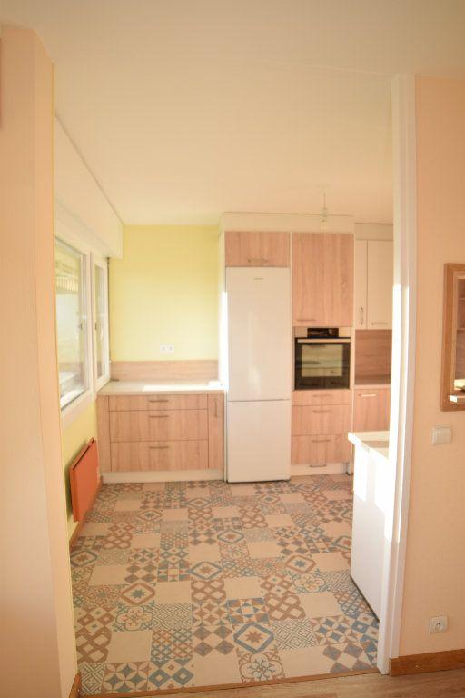 Appartement à louer 4 92.05m2 à Gex vignette-3