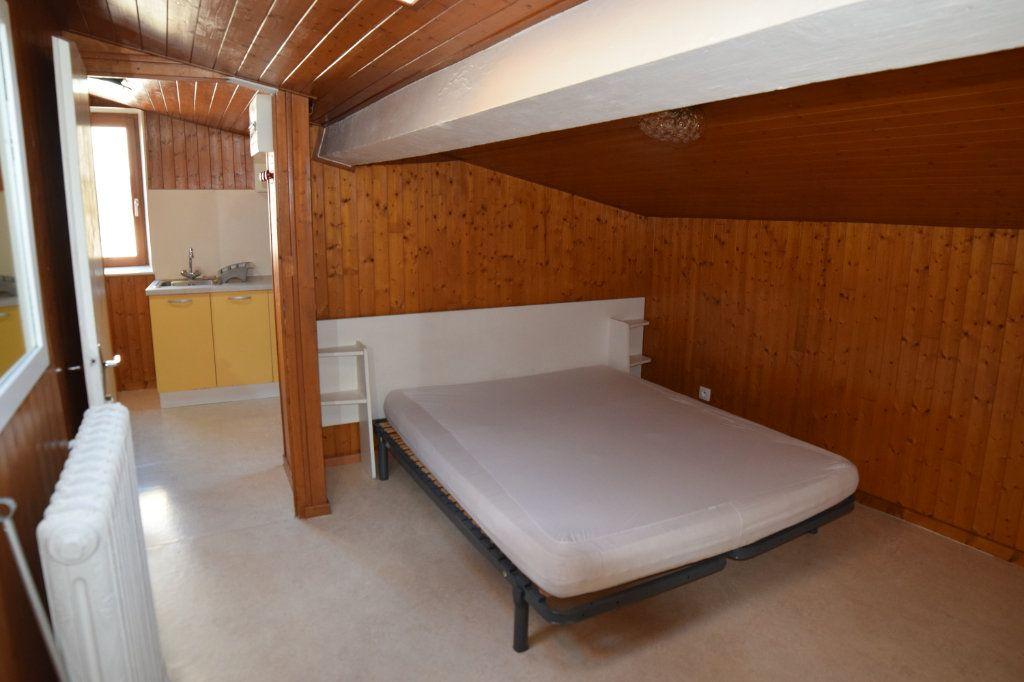 Appartement à louer 2 31.68m2 à Gex vignette-3