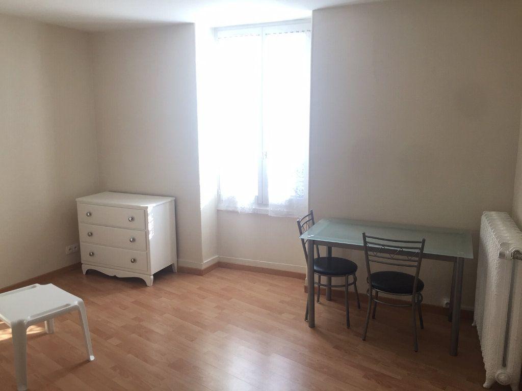Appartement à louer 1 23.5m2 à Gex vignette-1