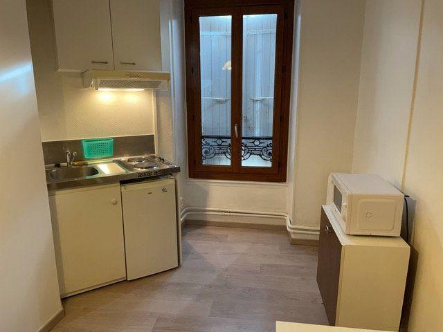 Appartement à louer 1 15.44m2 à Gex vignette-1