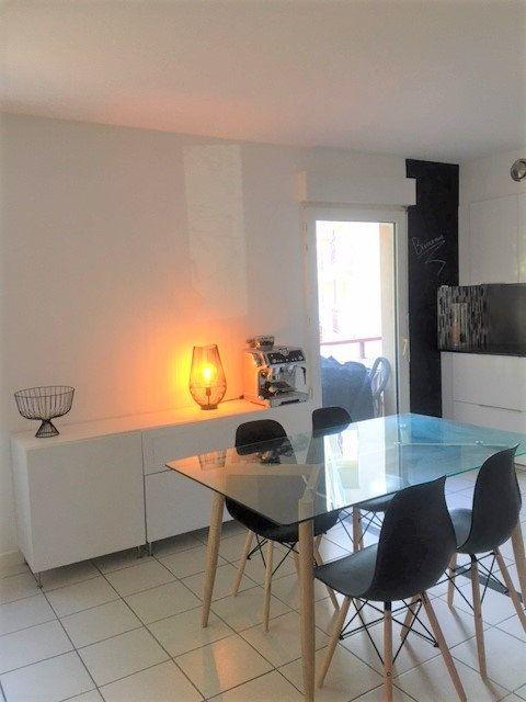 Appartement à louer 3 67.54m2 à Saint-Julien-en-Genevois vignette-4